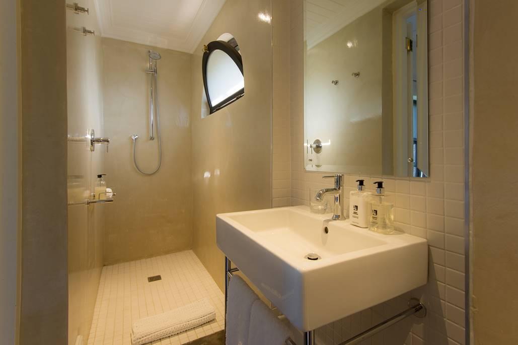 Bathroom Room 4